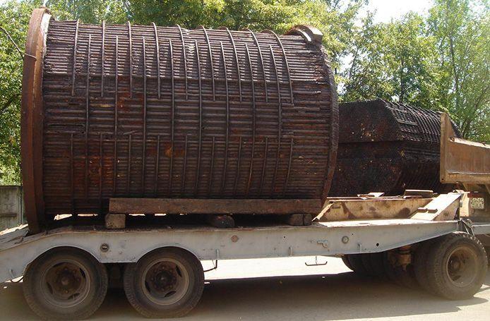 Три теплообменника общим весом около 180 тонн, где содержится около 90 т шлама